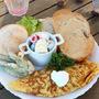 豚挽肉と残り野菜のチーズオムレツ、ヨーグルトサラダ