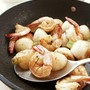 ローズマリーで華やかに優しく♪海老とカブの香り蒸し焼き